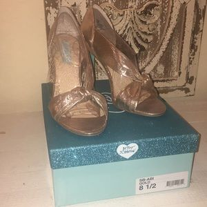 Brand New BLUE by Betsey Johnson gold, size 8.5